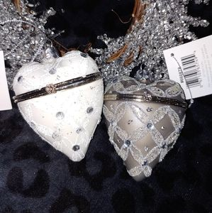 (1) opening heart ornament